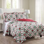 3-Piece-Snowflake-Red-and-Green-Quilt-Set-0